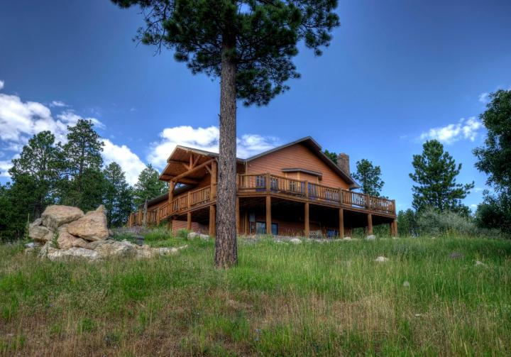 Executive lodging of the black hills south dakota for Cabine black hills south dakota